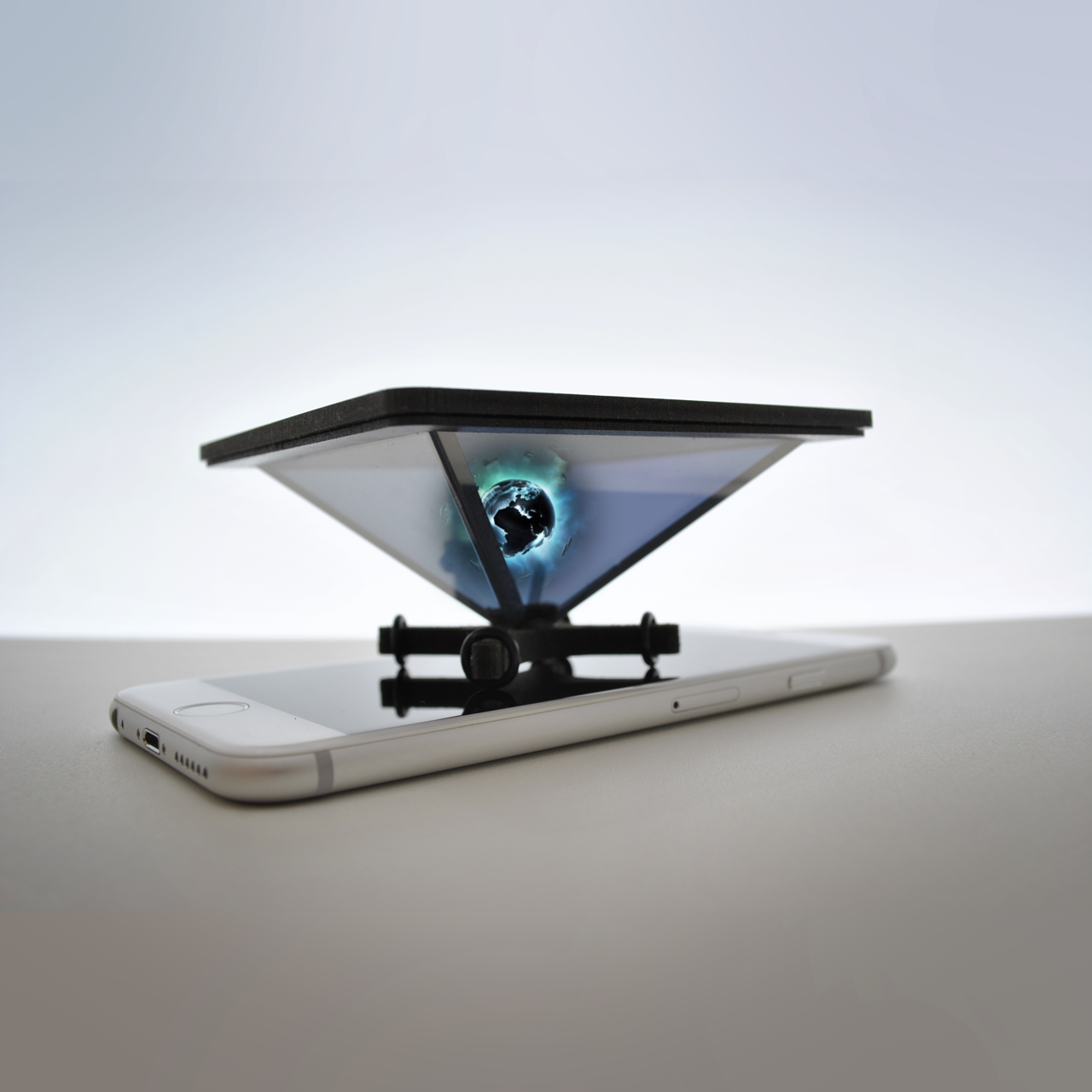 Holho pyramid for smartphone